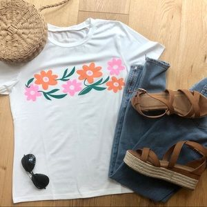 FLOWER GRAPHIC WHITE TEE - M